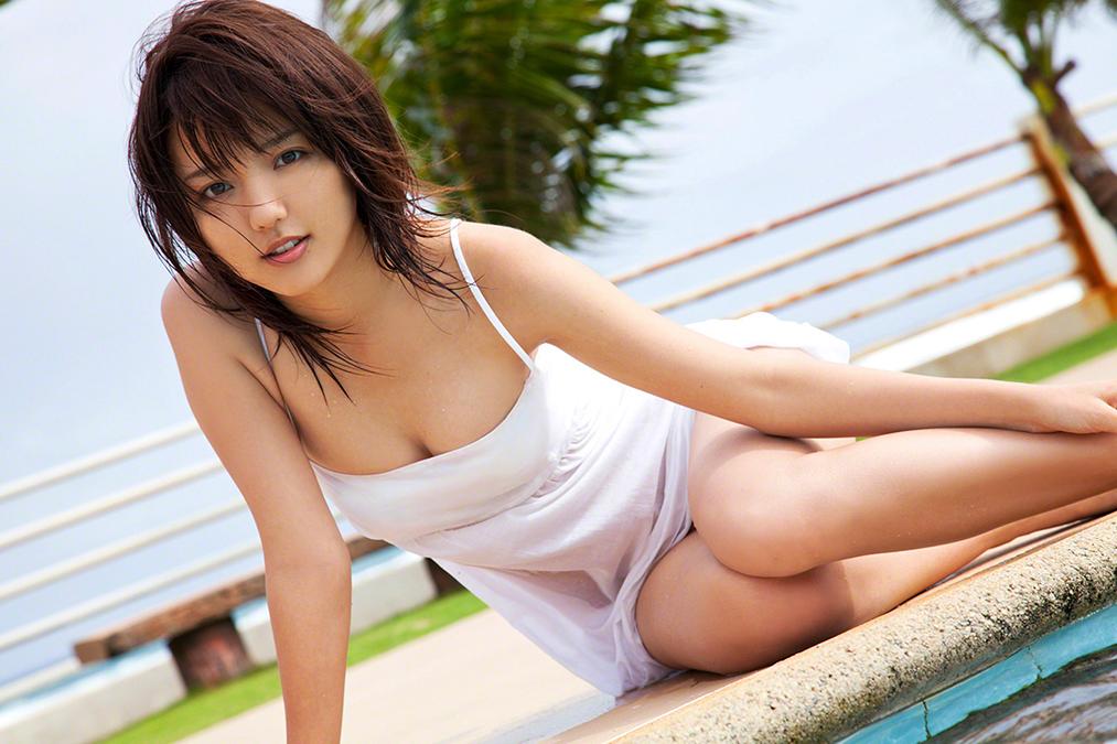 Mano Erina lanzará su nuevo photobook en noviembre