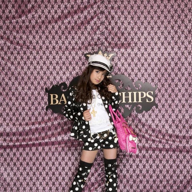 Yamaide Aiko de Sakura Gakuin modela para Banana Chips