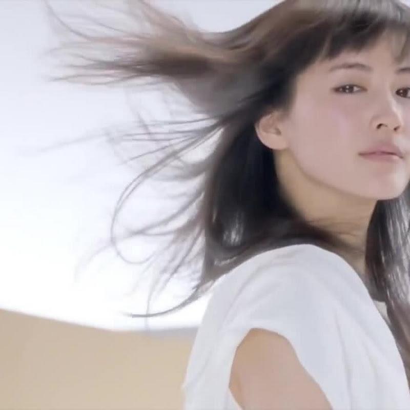 Ayase Haruka en un comercial de Pantene