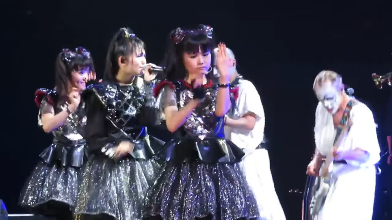 BABYMETAL con Red Hot Chili Peppers - Gimme Chocolate!! (2017-04 ...